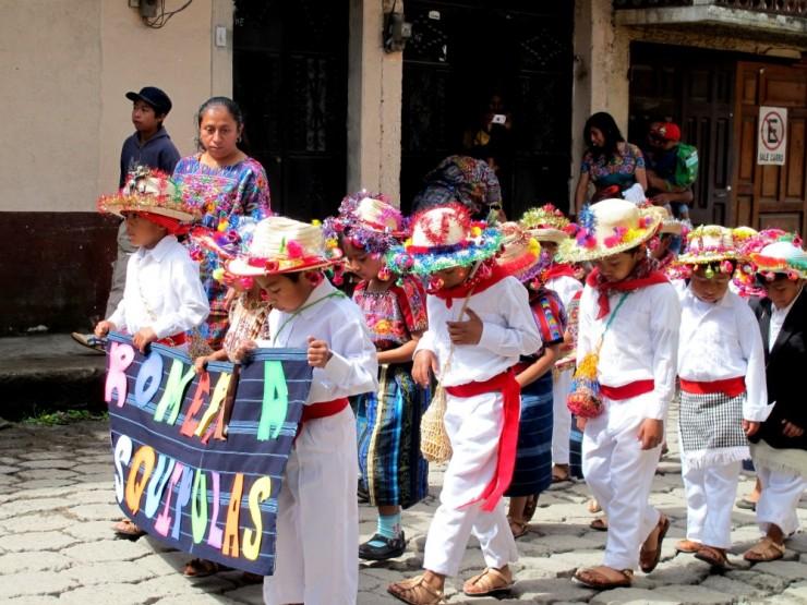 1072 children parade comalapa